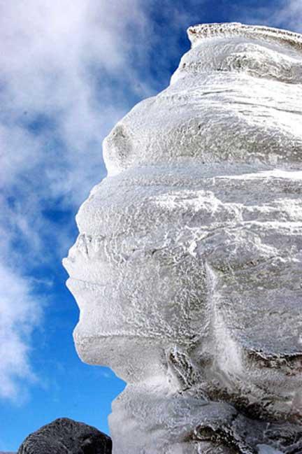romanian-sphinx-bucegi-BUȘTENI-Romania